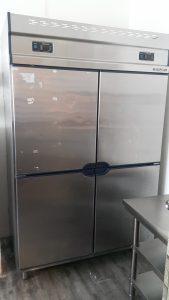 Upright chiler / freezer